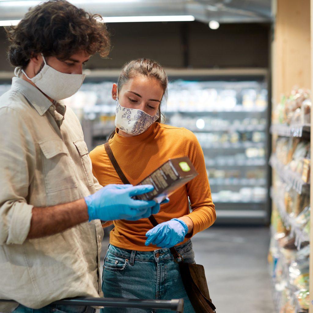 compras no supermercado com máscara